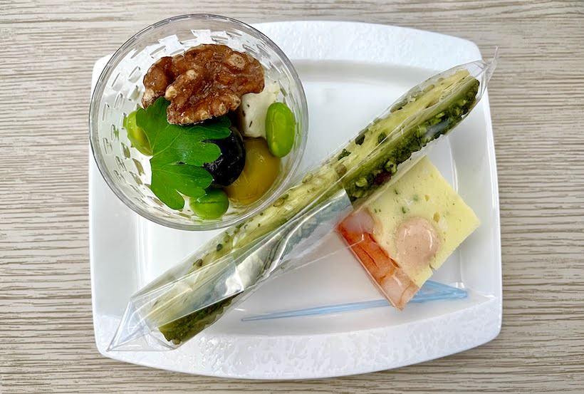 「抹茶アーモンドパイステック」、「海老ミモザテリーヌ」、「オリーブと青豆、ホワイトチーズのハーブオイル」