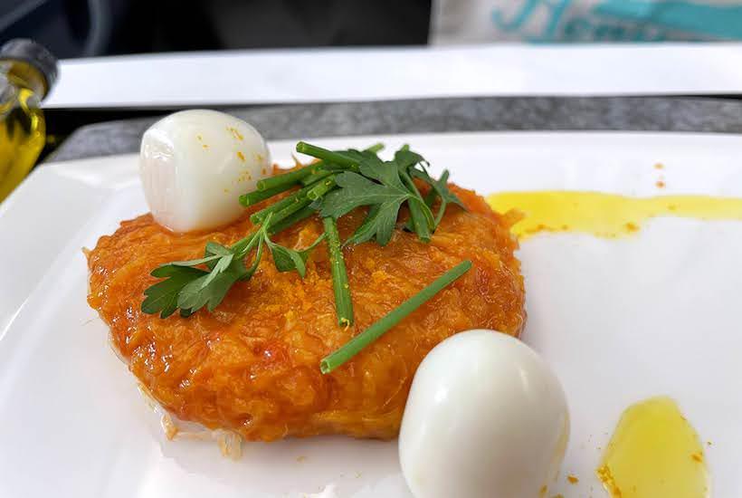 トマトと柑橘のコンカッセ カニとウズラの卵